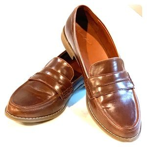 Universal Threads Brown Loafers - Size 8.5